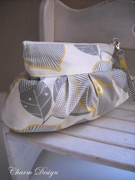 charm design silver leaves zipper pouch