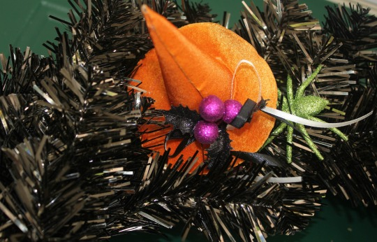 easy diy halloween wreath, diy wreath, halloween wreath