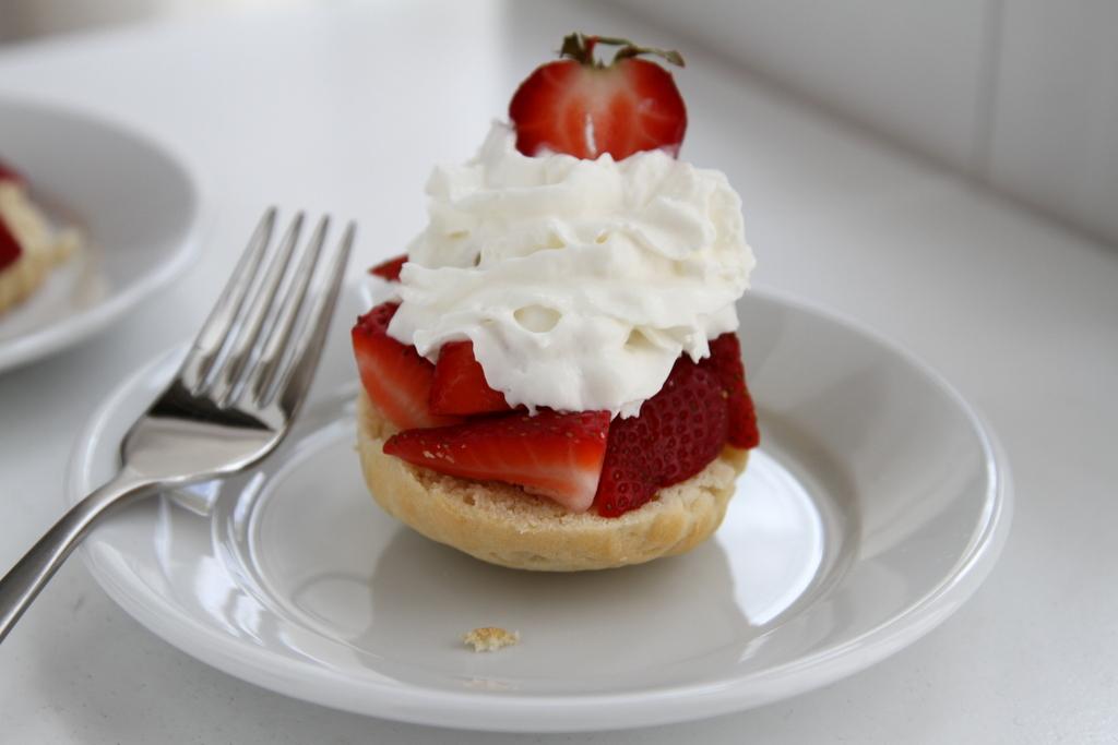 5 minute Strawberry Shortcake