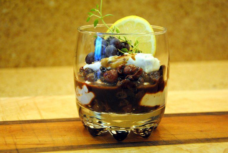 Pretty Summer Dessert: Figs and Champagne Grapes