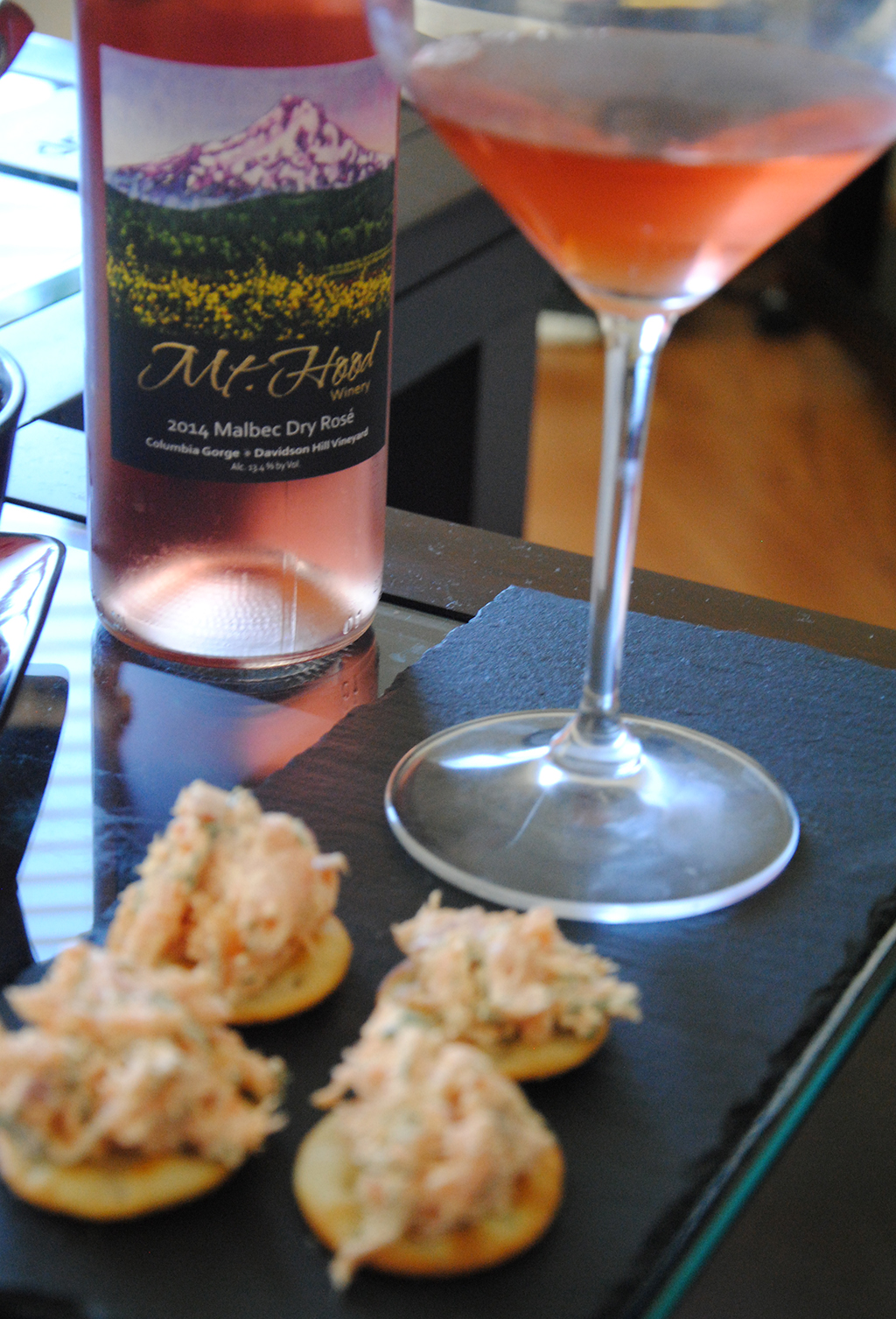 Smoked Salmon on crackers with a glass of Rose'