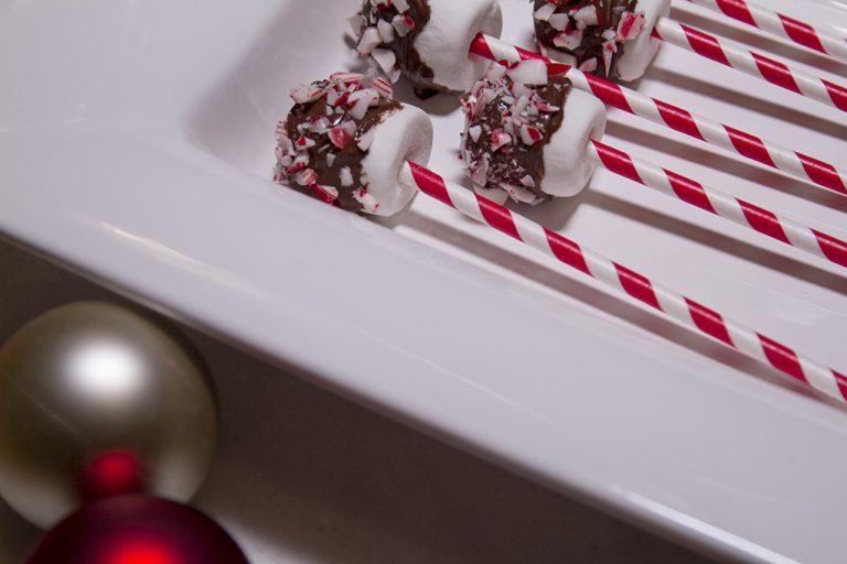 Christmas in July Treat Idea: Holiday Marshmallow Pops