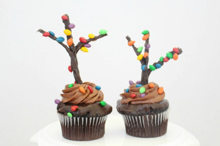 The Cutest Holiday Tree Cupcakes