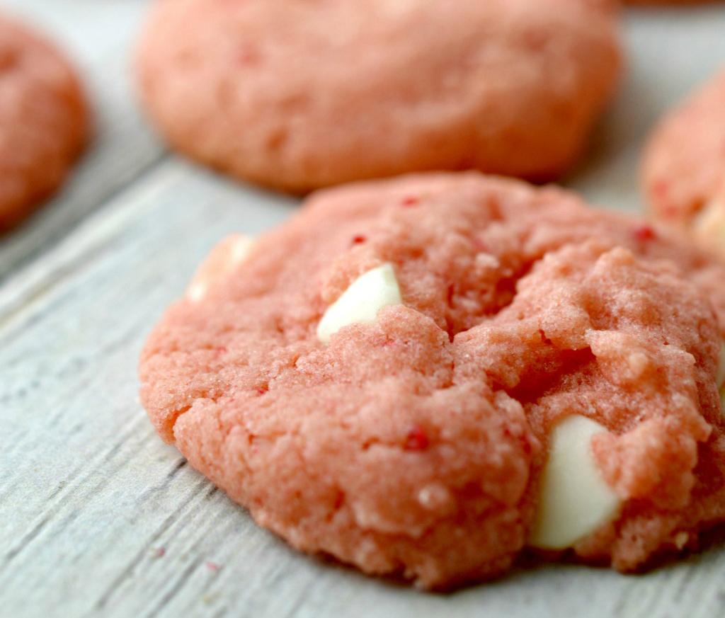 Strawberry Cream Cookies