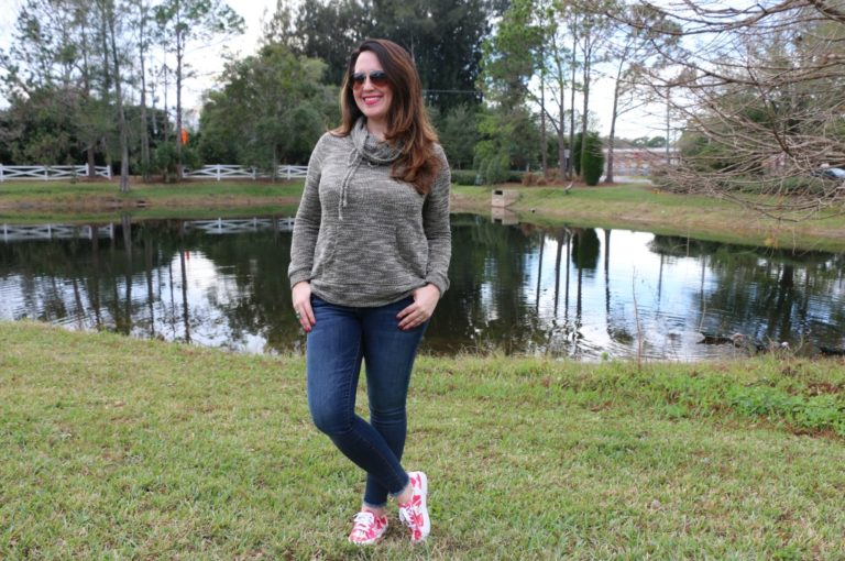 How to Wear Frayed Hem Jeans