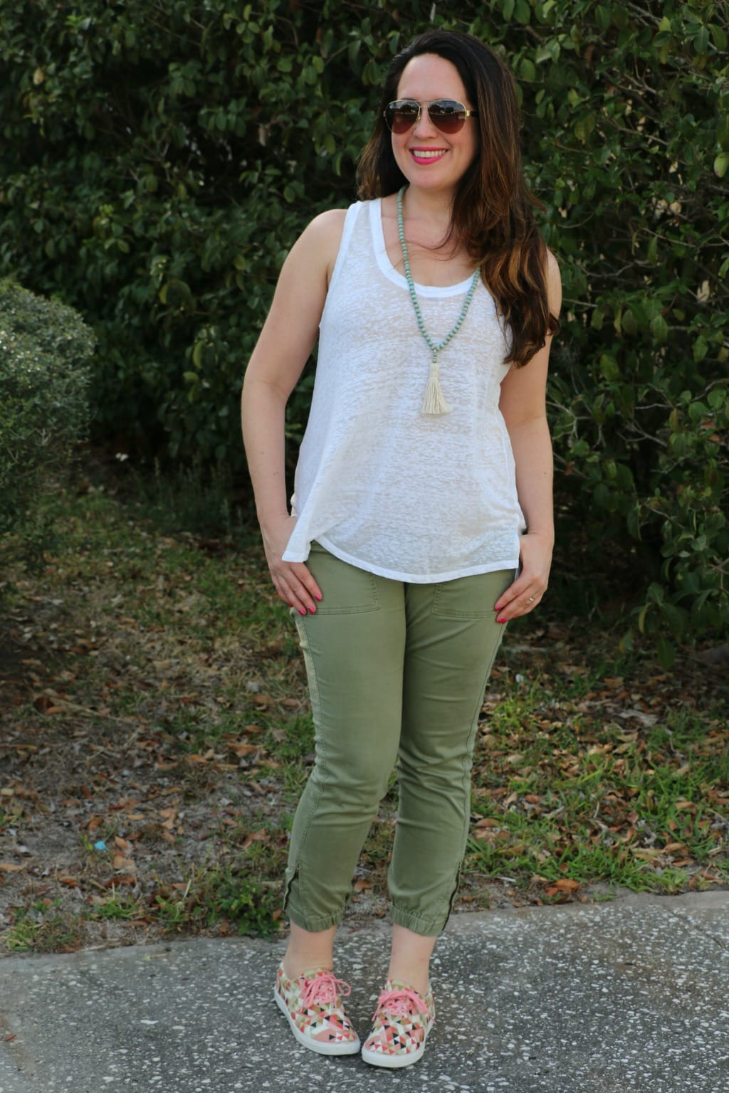 spring sneakers outfit