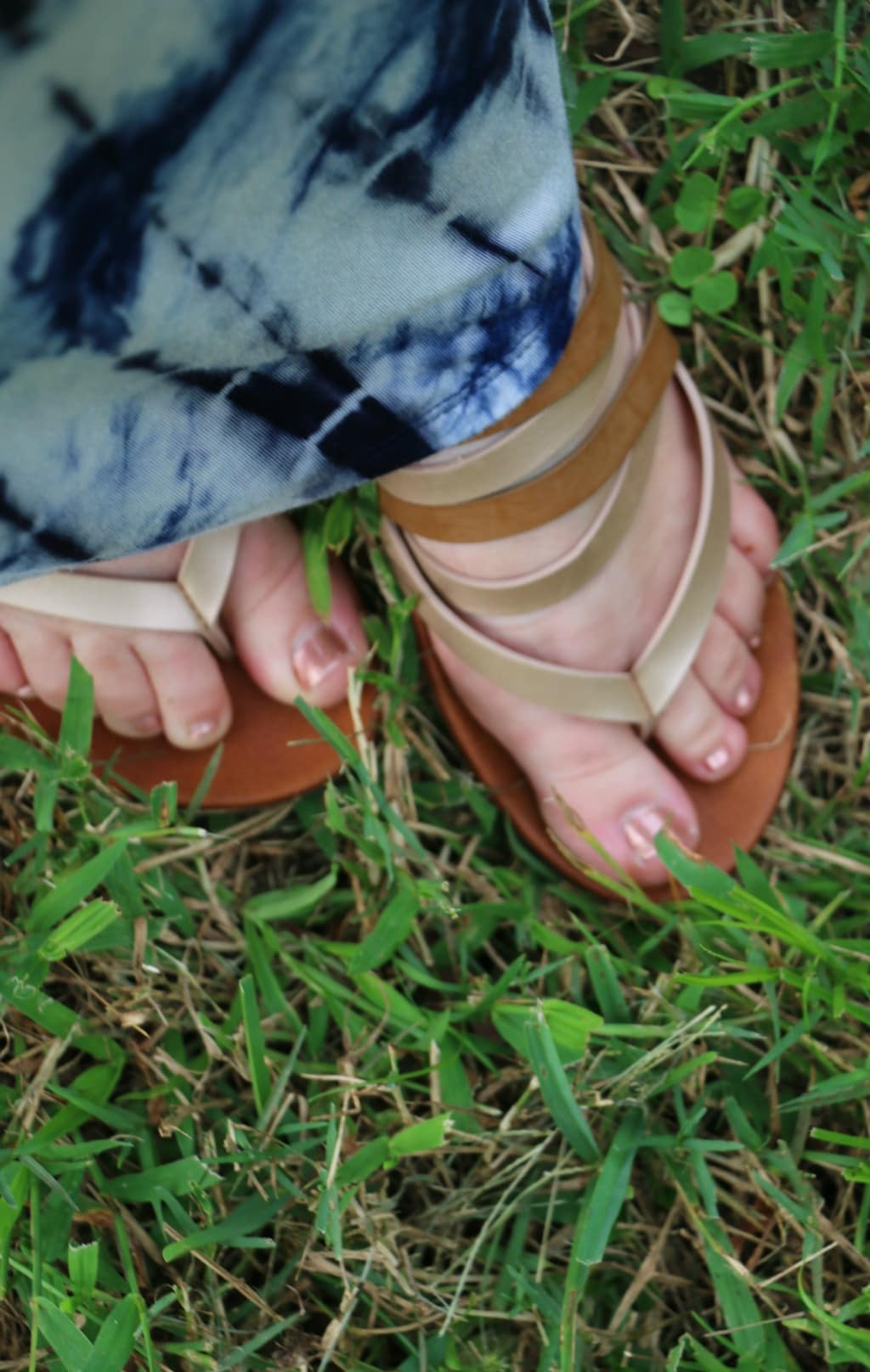 metallic sandals outfit