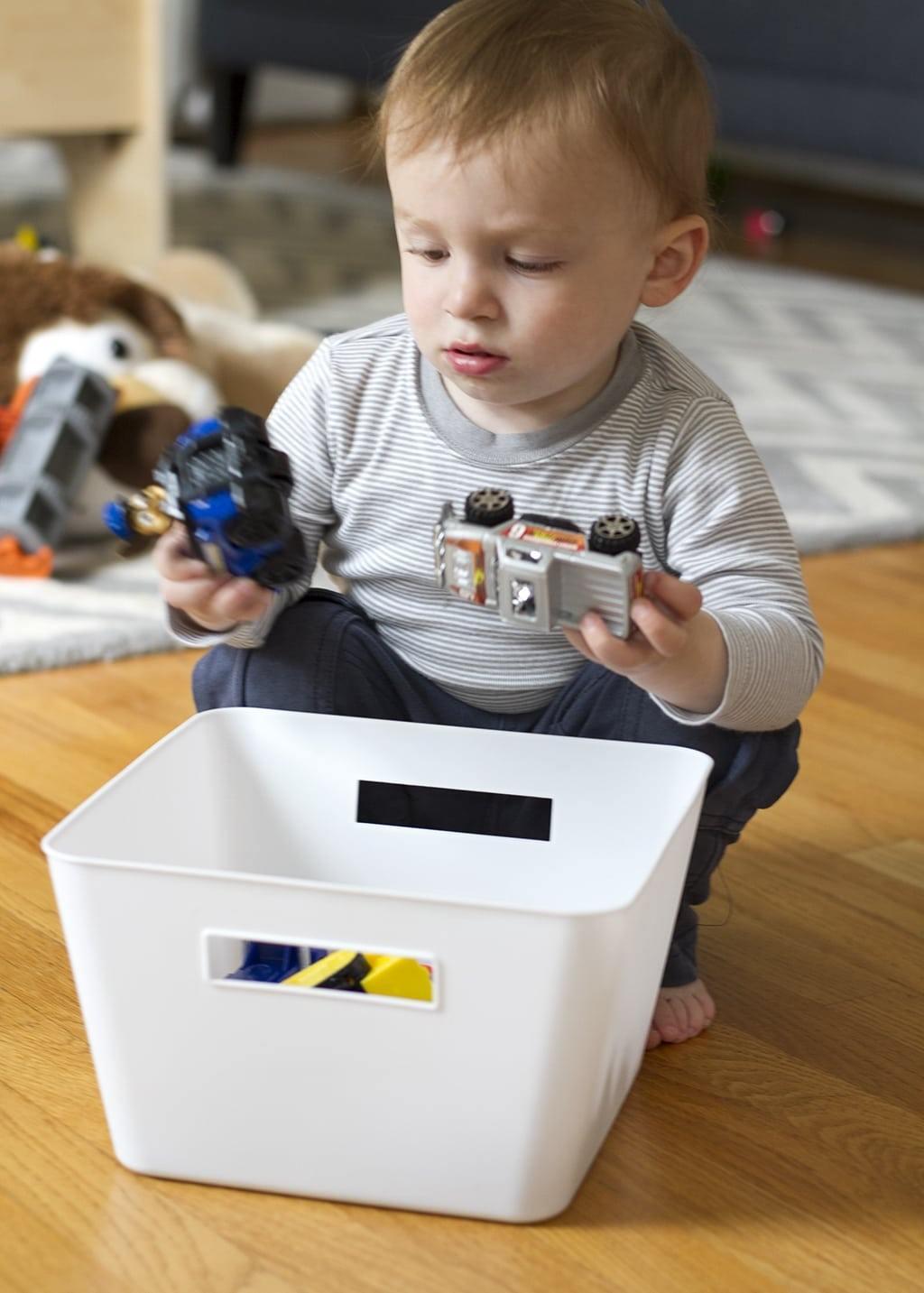 keep kids busy with sensory buckets