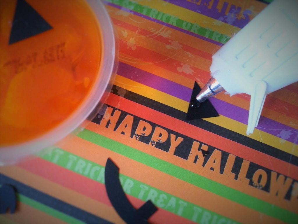 halloween snack cups materials like fruit cups, black paper and glue gun