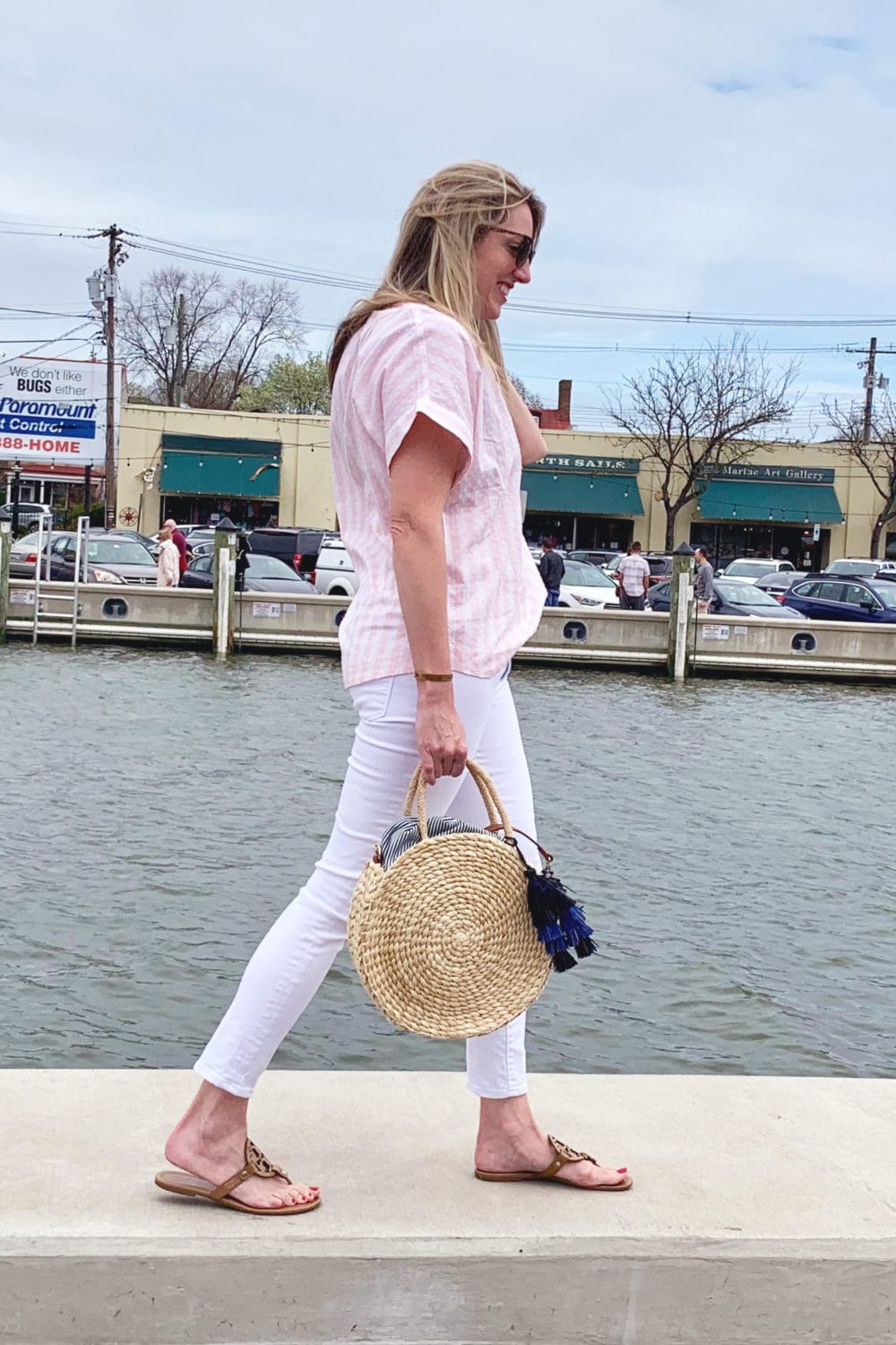 Spring look with white jeans