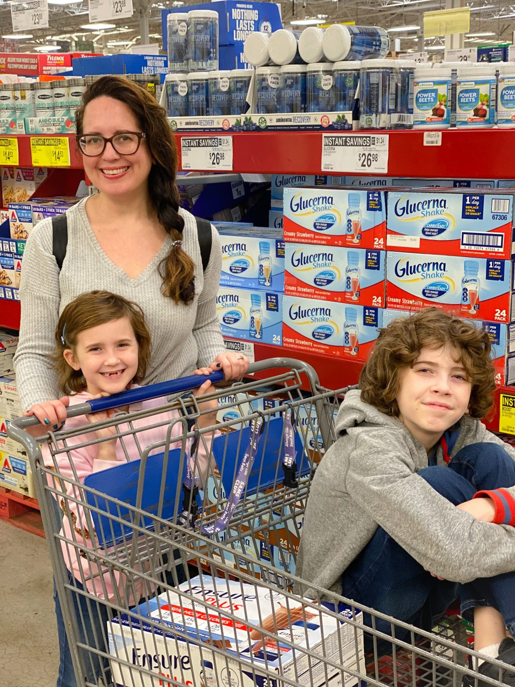 mom and kids shopping at Sam's Club while errands batching